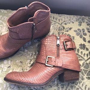 Donald J Pliner | Dalis Leather Booties